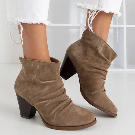 OUTLET Light brown boots with shirring Holtien - Footwear